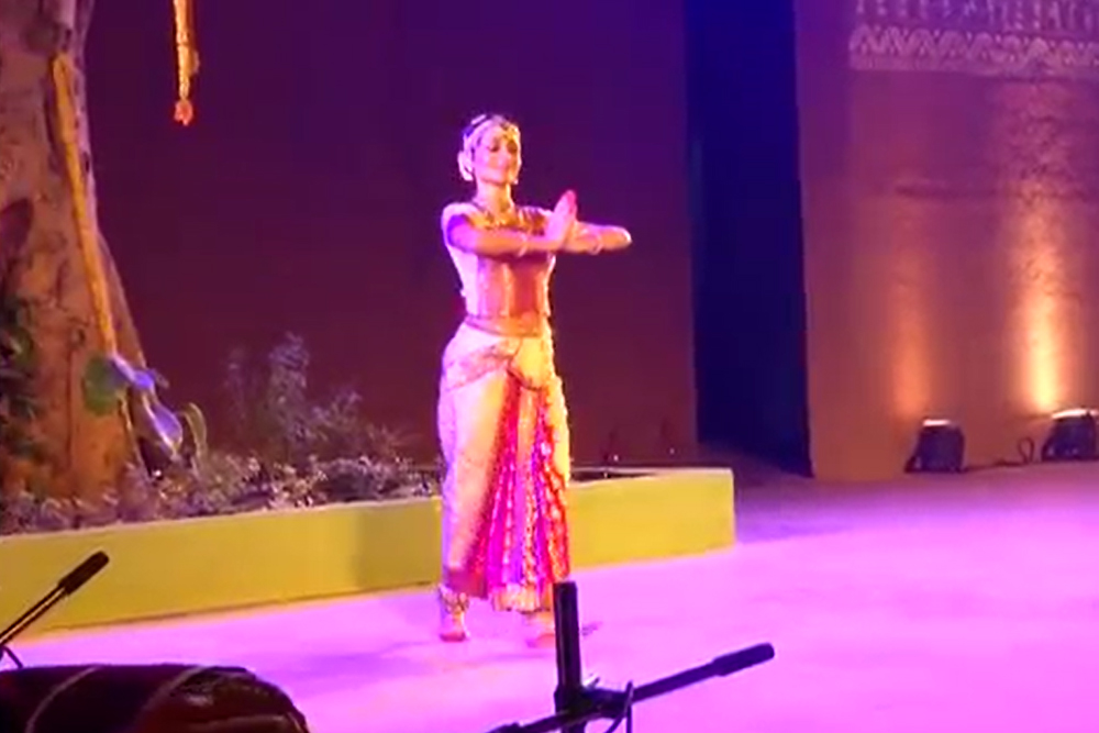 Shallu Jindal Meghdoot Perform (23-11-2014)