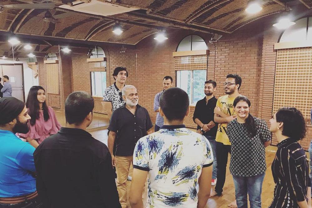 Guru Arvind Gaur With Participants of Weekend Theatre Batch